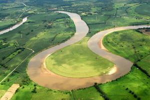 Curva acentuada no Rio Ribeira - Foto Margi Moss