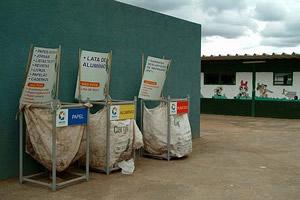 A Escola Classe 16, de Taguatinga, capricha na reciclagem - DF