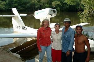 Margi com Da Alair, Wilmar e Flavio no rio Steinen - MT- Foto: Gerard Moss
