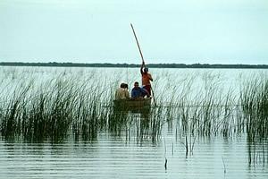 No barco do pescador Tomaz, para coletar sedimento na Lagoa Capivari