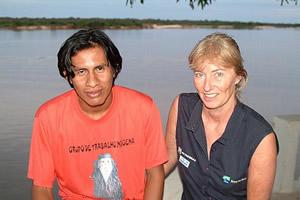 Inaruri Karajá falando com Margi sobre o rio Araguaia