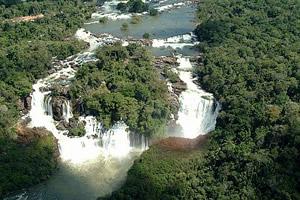 Linda cachoeira em Aripuanã, no rio Aripuanã