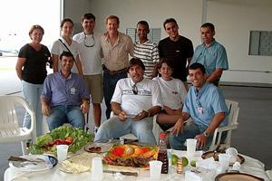 Almoço no hangar, preparado pelos amigos de Ji-Paraná