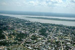Leticia (Colômbia) e Tabatinga (Brasil) formam uma cidade
