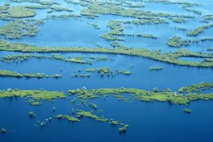 O rio Mapari perto da foz forma um lago