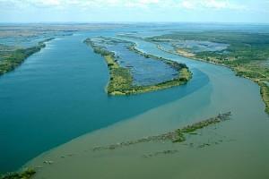 Confluência dos rios Verde (!) e Paraná