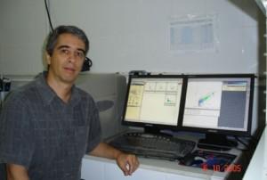 Dr. Rodolfo Paranhos no laboratório da UFRJ.