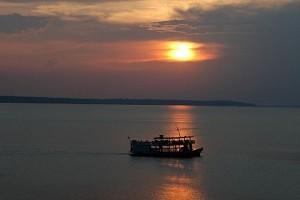 Pôr-do-sol no Rio Negro, Manaus - Foto: Margi Moss
