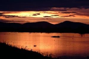 Por-do-sol sobre o rio Paraguai com a Serra do Amolar - Foto: Margi Moss