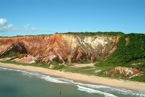 As falésias coloridas da Paraíba - Foto: Margi Moss