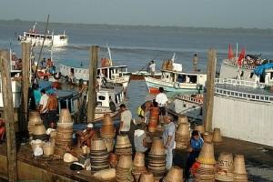 Cestas de açaí embarcam de volta a Marajó no Ver-o-Peso, Belém - Foto: Margi Moss