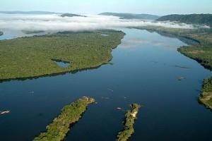 Ao sul de São Felix, a neblina matinal se forma acima do Rio Xingu - Foto: Margi Moss