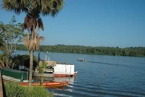 O rio Oiapoque, que faz a fronteira do Brasil com a Guiana Francesa - Foto: Margi Moss