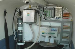 A sonda multiparamêtrica, da Hexis, instalada no avião. Foto Gérard Moss