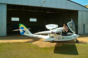 O Sea-max estacionado em frente ao hangar em Pres. Epitácio.
